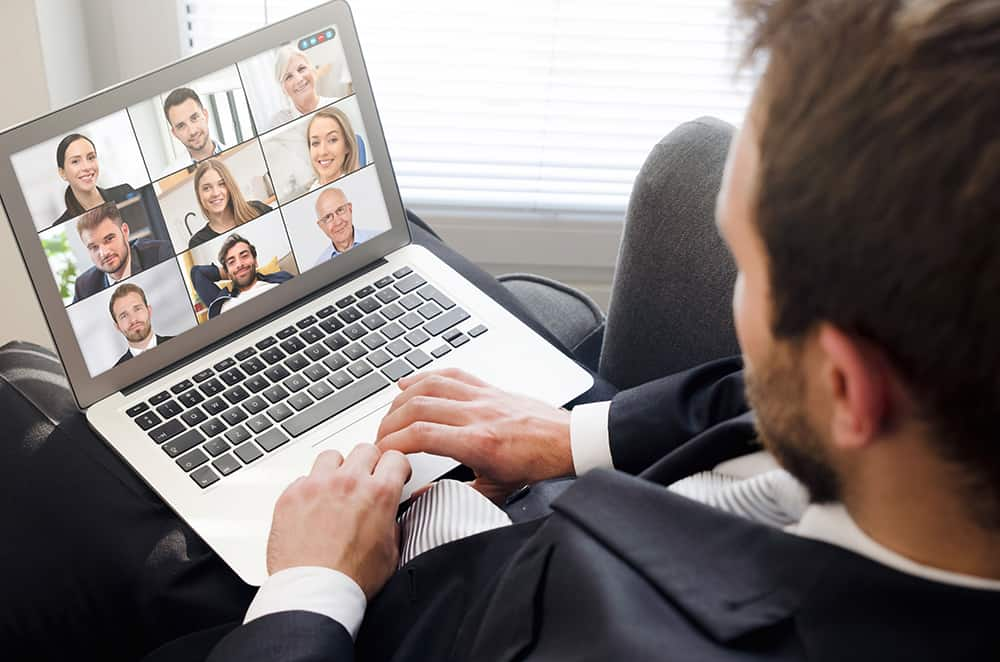 Organization of corporate broadcasts in the Internet